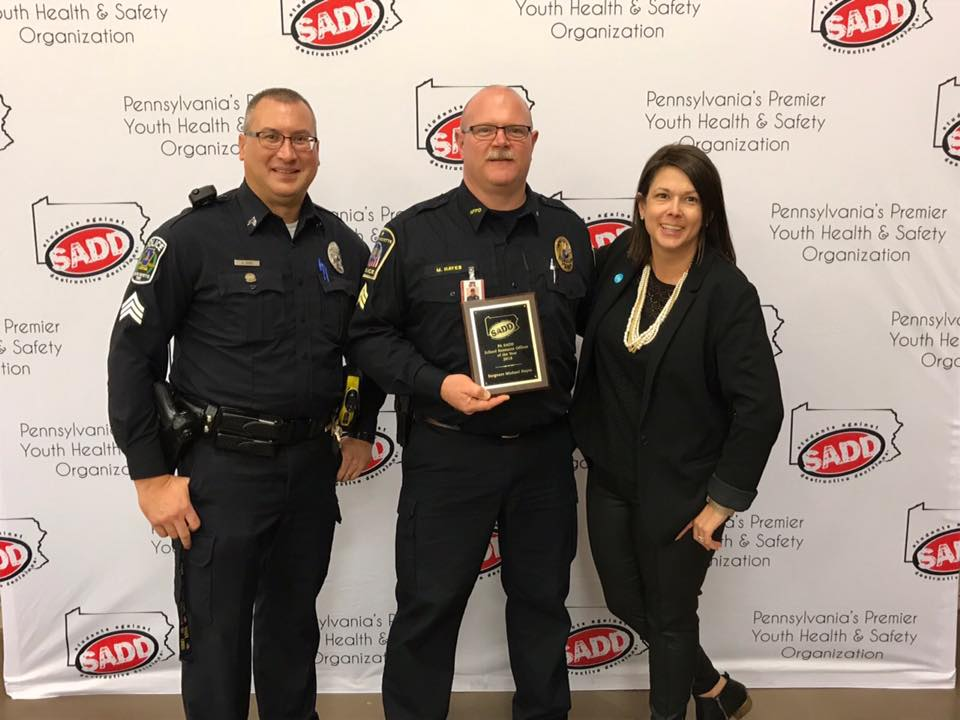 Sergeant Michael Hayes Receiving 2018-2019 School Resource Officer Award